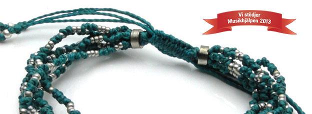 Genom att bjuda på detta armband stöder du Musikhjälpens insamling