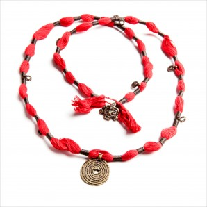 Wakami Amuleti: Energy Necklace WA0365, Fair Trade, halsband, medaljong, röd, tofs