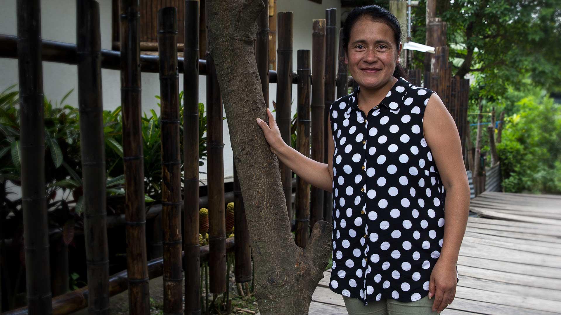 Marla leder ett småföretag som tillverkar fairtrade-smycken åt Wakami i Guatemala