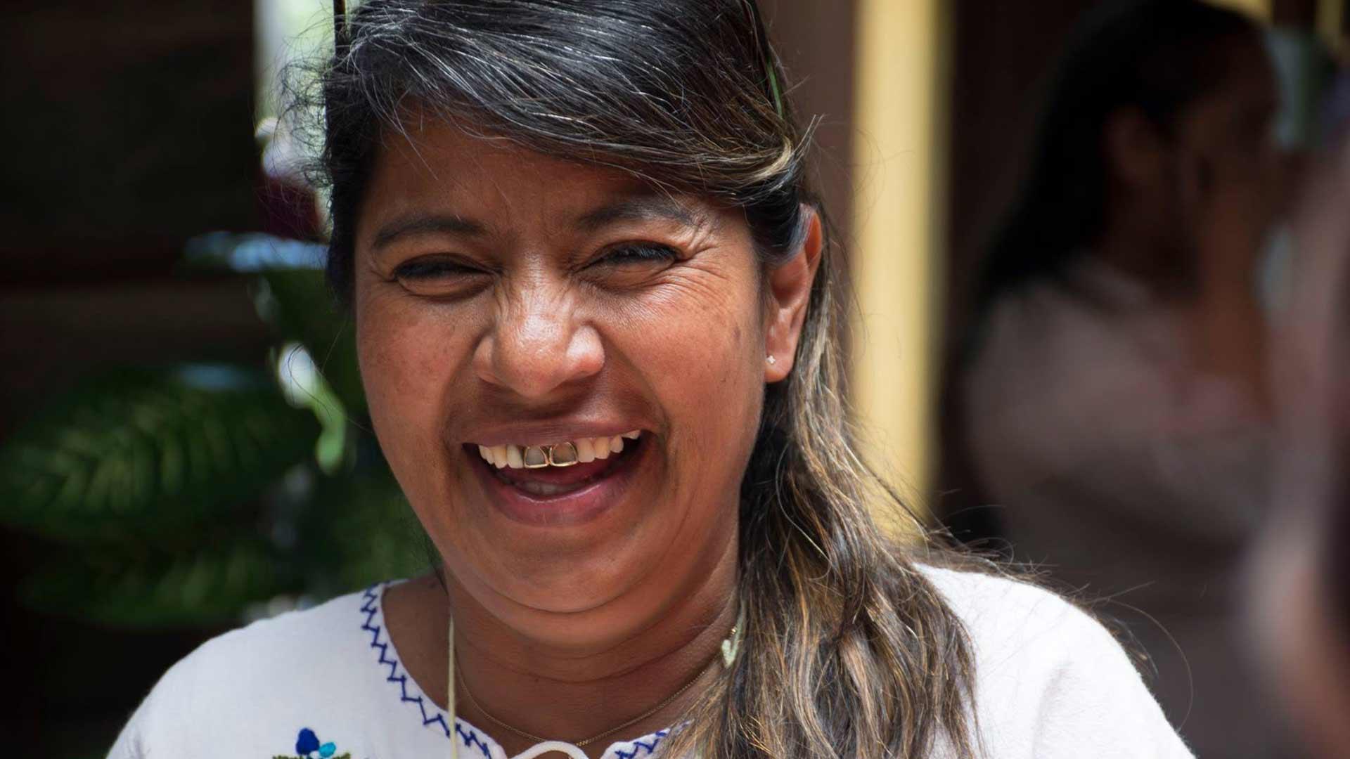 Matilde, kvinnlig entrepenör som tillverkar smycken för Wakami